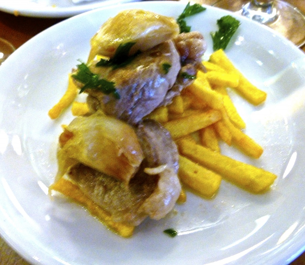 solomillo al whisky (pork tenderloin with roasted garlic, served on top of handout french fries)