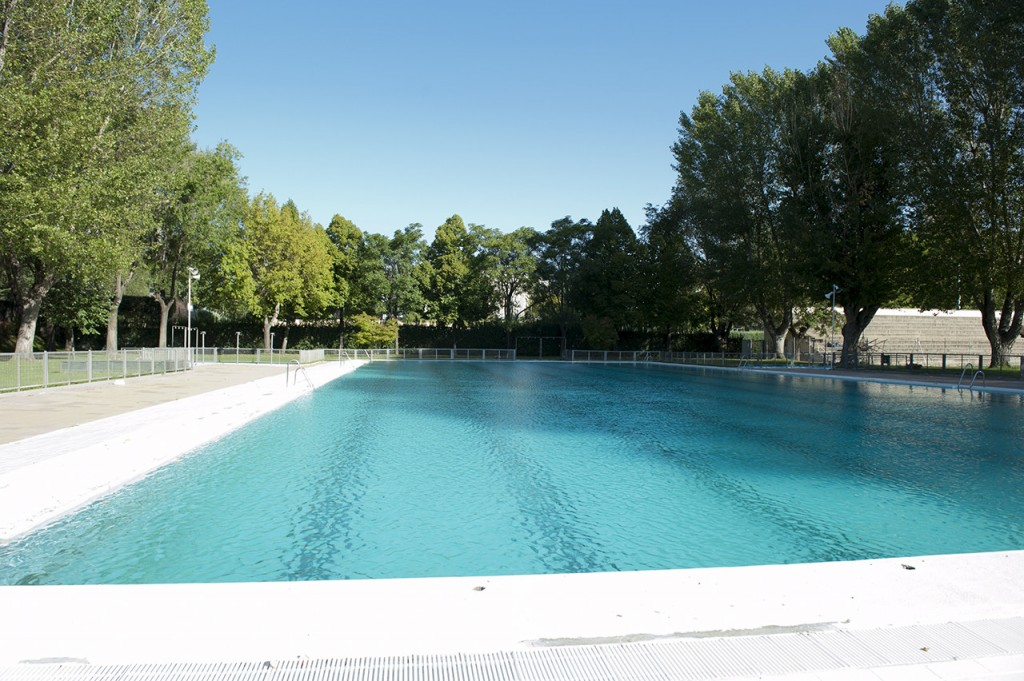 My top 4 city swimming pools in madrid naked for Piscina complutense madrid