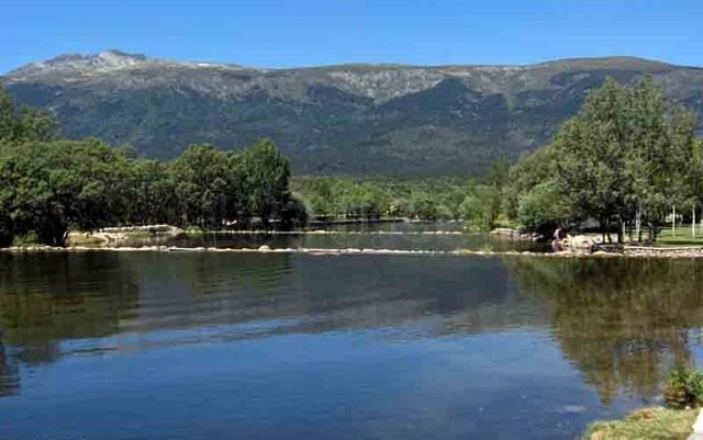 Best natural swimming pools in madrid my top three for Piscinas rascafria